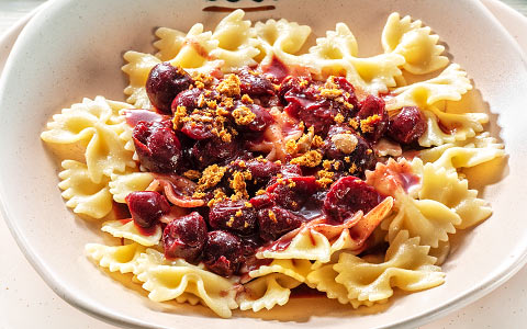 Farfalle with cream and cherry sauce