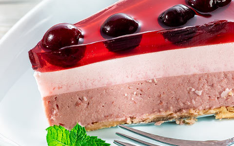 Cold cheesecake with cherries